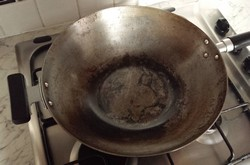 Removing and preventing rust on a wok